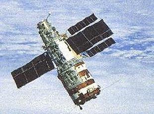 Космическая станция Салют7 спустя четыре месяца после потери с ней связи, 6 июня 1985 года Фото сделано из иллюминатора корабля Союз Т13 с космонавтами Владимиром Джанибековым и Виктором